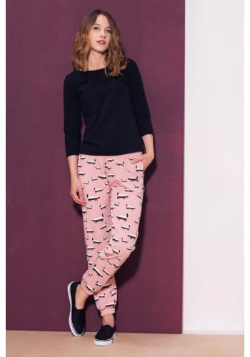 Štýlové bavlnené tepláky s potlačou jazvecov vo svetlo ružovej farbe