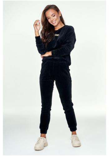 Štýlové velúrové tepláky v čiernej farbe pre dámy