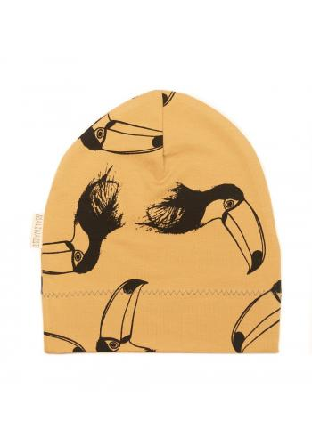 Čiapka v horčicovej farbe s čiernym tukanom