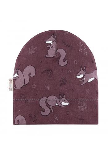 Fialová čiapka s motívom veveričky