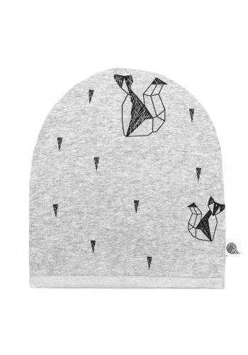 Bavlnená čiapka v svetlo šedej farbe s motívom geometrickej líšky
