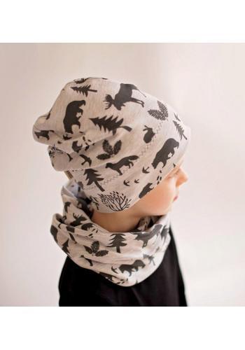 Bavlnená čiapka šedej farby s motívom lesa