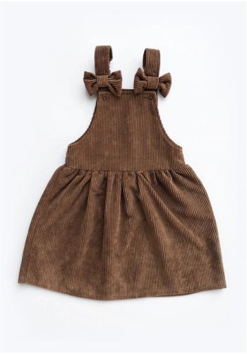 Dievčenské menšestrové šaty na traky v hnedej farbe