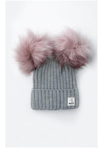Zimná čiapka pre dievčatá s brmbolcami v sivej farbe