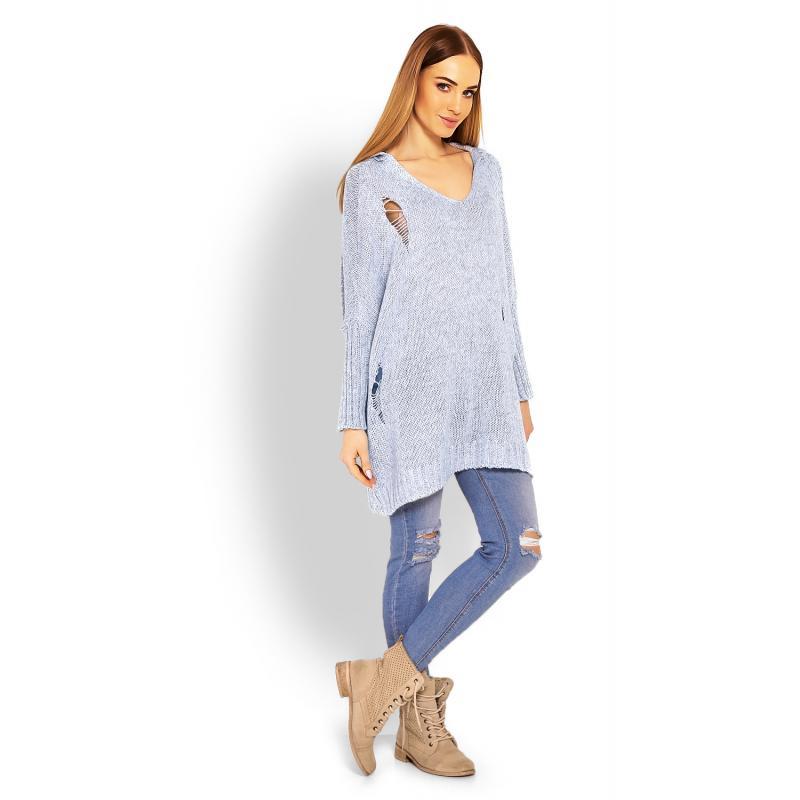 9420a7094c43 ... Dámsky oversize sveter s kapucňou a dekoratívnymi dierami v bordovej  farbe ...