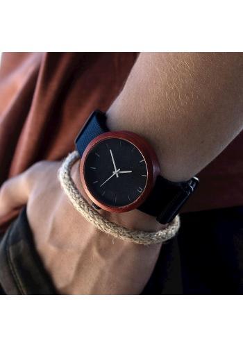 Čierne drevené hodinky s textilným remienkom pre pánov