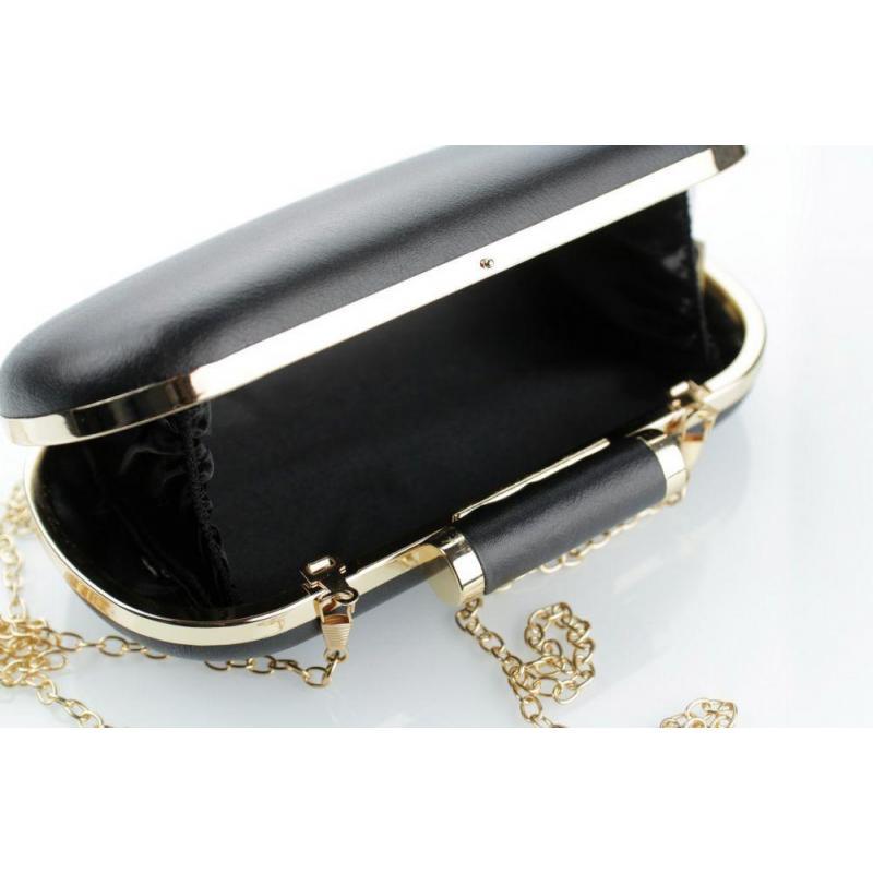 3e63a04953 Čierna spoločenská kabelka so zlatou retiazkou pre dámy - premamku.sk