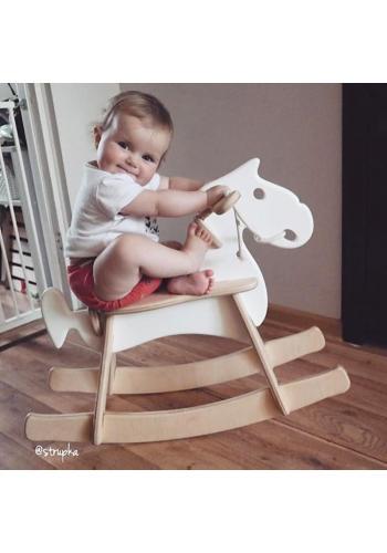 Detský hojdací kôň v hnedej farbe