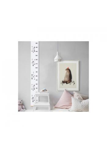 Závesný meter do detskej izby bielej farby s ružovým vzorom