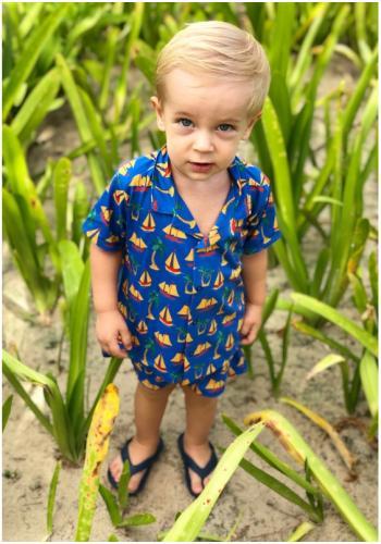 Detský letný komplet kraťasov a košele s krátkym rukávom v žltej farbe s tukánmi