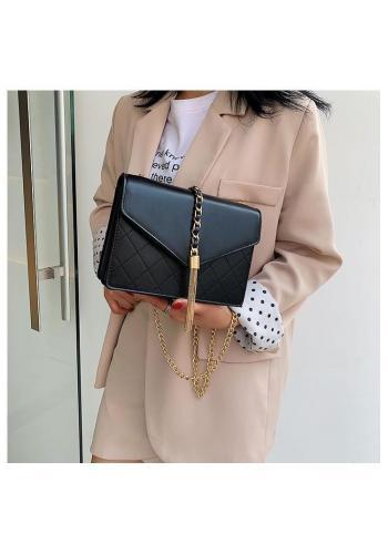 Elegantná dámska kabelka čiernej farby so zlatými doplnkami