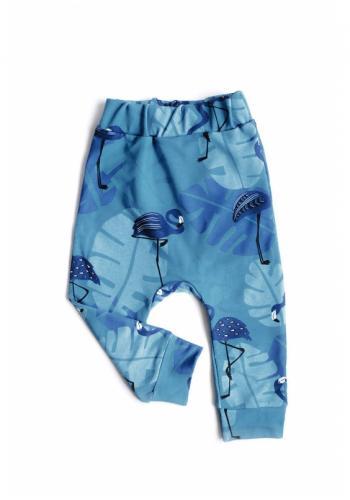 Detské nohavice s potlačou plameniakov v modrej farbe