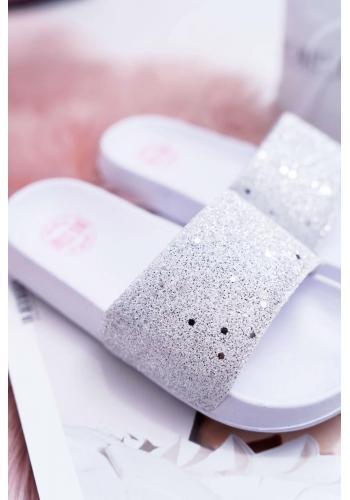 Trblietavé dievčenské šľapky bielej farby