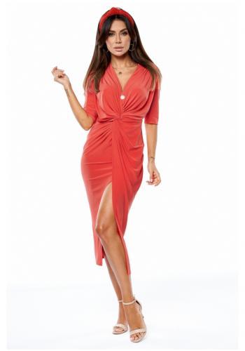 Červené predĺžené šaty s rázporkom a obálkovým výstrihom pre dámy
