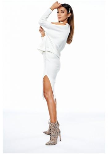Dámsky komplet pletenej sukne a blúzky s odhalenými ramenami v bielej farbe