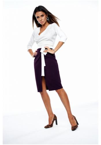 Dámska sukňa s vysokým pásom vo fialovej farbe s rázporkom