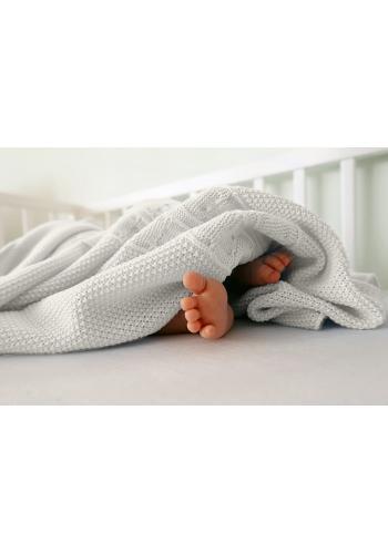 Mäkká pletená deka v krémovej farbe