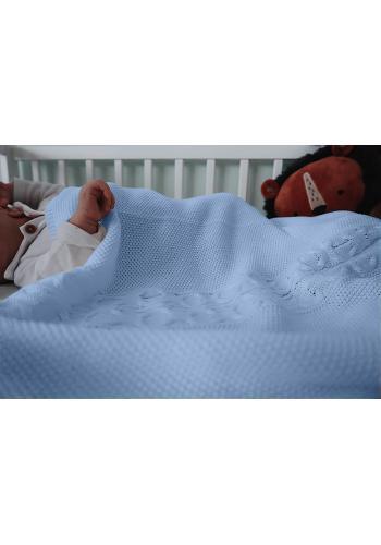 Mäkká pletená deka vo svetlo modrej farbe