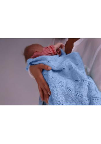 Pletená deka s jemnou väzbou - svetlo modrá