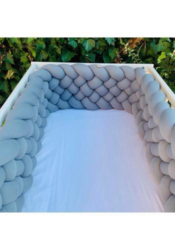 Uzlíkový chránič do postieľky v sivej farbe