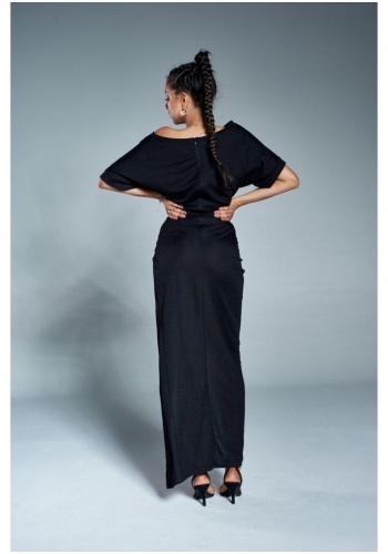 Čierne vypasované maxi šaty s rázporkom pre dámy