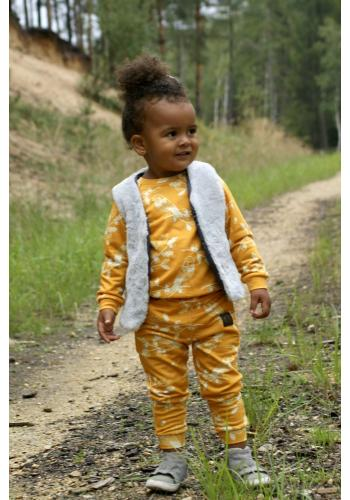 Detské nohavice v horčicovej farbe s bielou potlačou