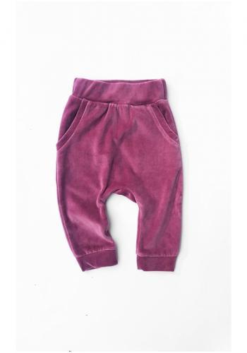 Dievčenské velúrové tepláky vo fialovej farbe