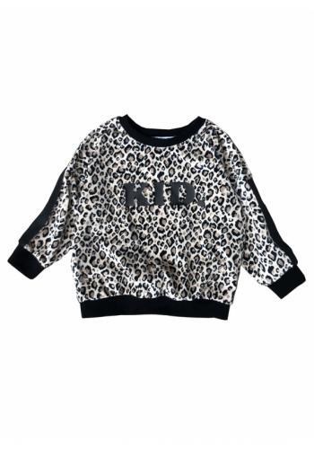 """Biela mikina s leopardím vzorom s nápisom """" KID"""" a pruhom na rukávoch pre dievčatá"""