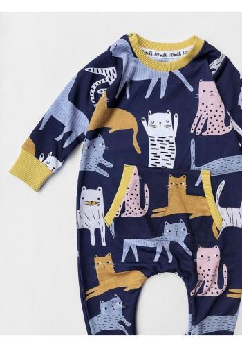 Tmavomodrý bavlnený overal s potlačou farebných mačiek pre deti
