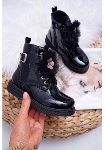 Dievčenské lakované čižmy s ozdobou v čiernej farbe