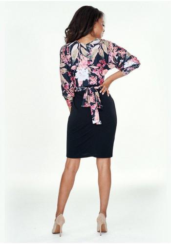 Dámske sukňové šaty s voľnejším vrchom v čiernej farbe s motívom kvetov
