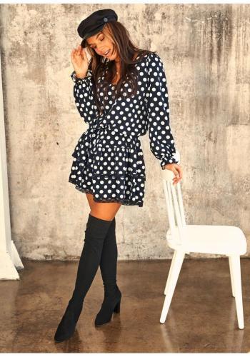 Štýlové mini šaty v čiernej farbe s potlačou bielych bodiek s volánikmi a čipkou pre dámy