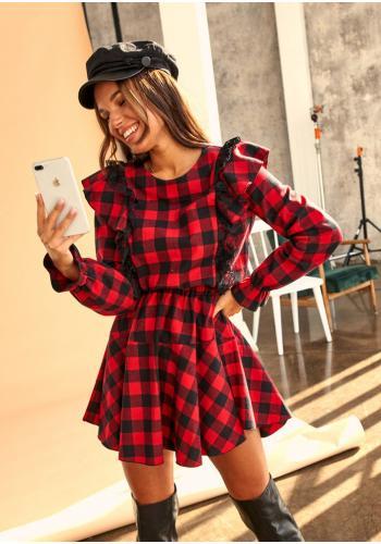Dámske kárované mini šaty v čierno-červenej farbe s volánikom a čipkou