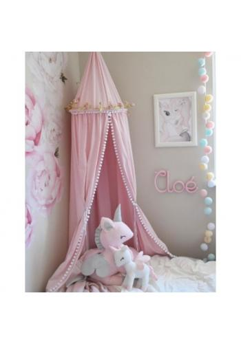 Detský tylový baldachýn v ružovej farbe s brmbolcami