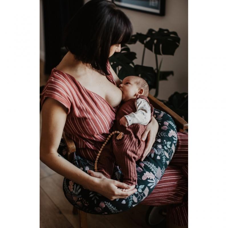 Dojčiaci vankúš v tvare C s motívom prírody