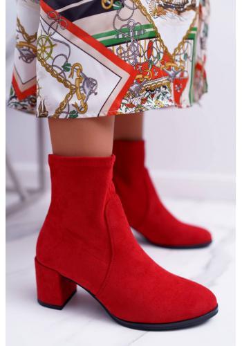 Semišové dámske čižmy červenej farby na nízkom podpätku