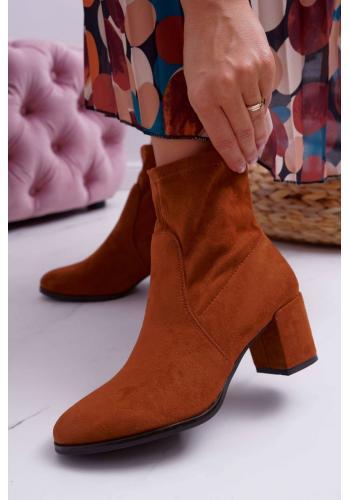 Hnedé semišové čižmy na nízkom podpätku pre dámy