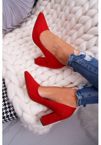 Semišové dámske lodičky červenej farby na stabilnom podpätku