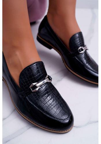 Lakované dámske poltopánky čiernej farby s ozdobou