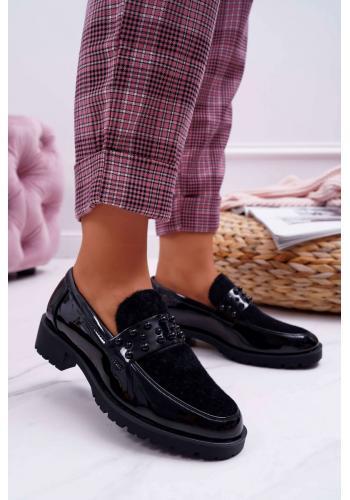 Čierne lakované mokasíny s kožušinou pre dámy