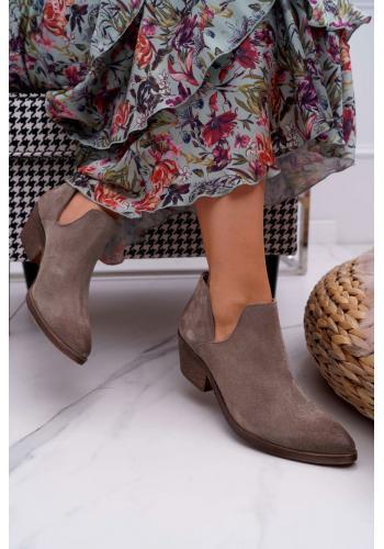 Dámske semišové topánky na jar v tmavobéžovej farbe
