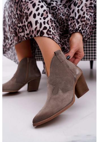 Semišové dámske topánky tmavobéžovej farby na podpätku