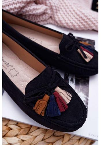 Semišové dámske mokasíny čiernej farby s farebnými strapcami