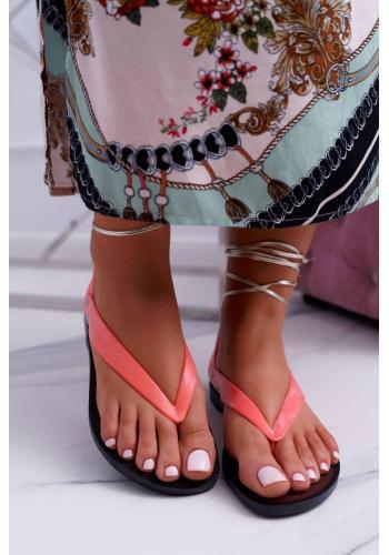 Dámske gumené sandále s viazaním v neónovo ružovej farbe