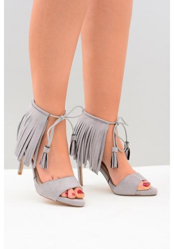 Semišové dámske sandále sivej farby na štíhlom opätku so strapcami
