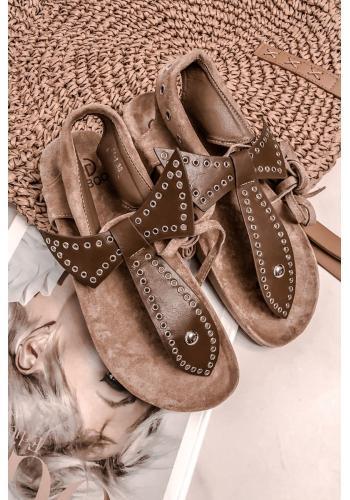Štýlové dámske sandále hnedej farby so striebornými kolieskami