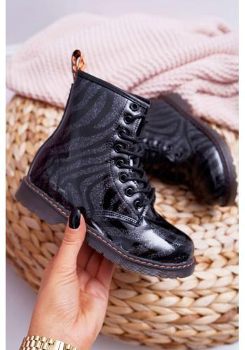 Dievčenské lakované čižmy v čiernej farbe