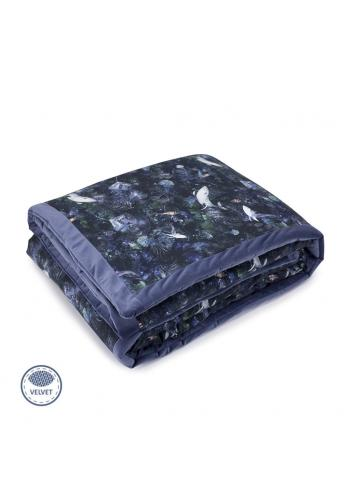 Modrá zamatová teplá deka s motívom magického lesa