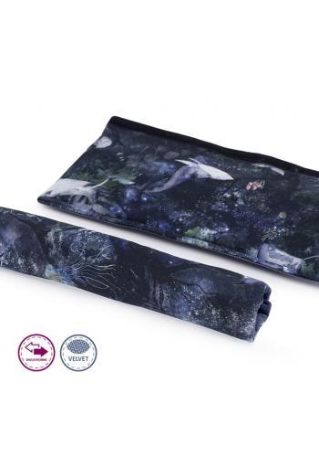 Obojstranný zamatový ochranný kryt na madlo kočíka s motívom magického lesa