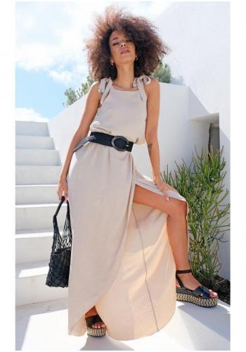 Štýlové maxi šaty s viazaním na pleciach a rázporkom v béžovej farbe